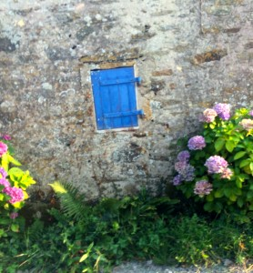 Ile d'Yeu - Little bleu window